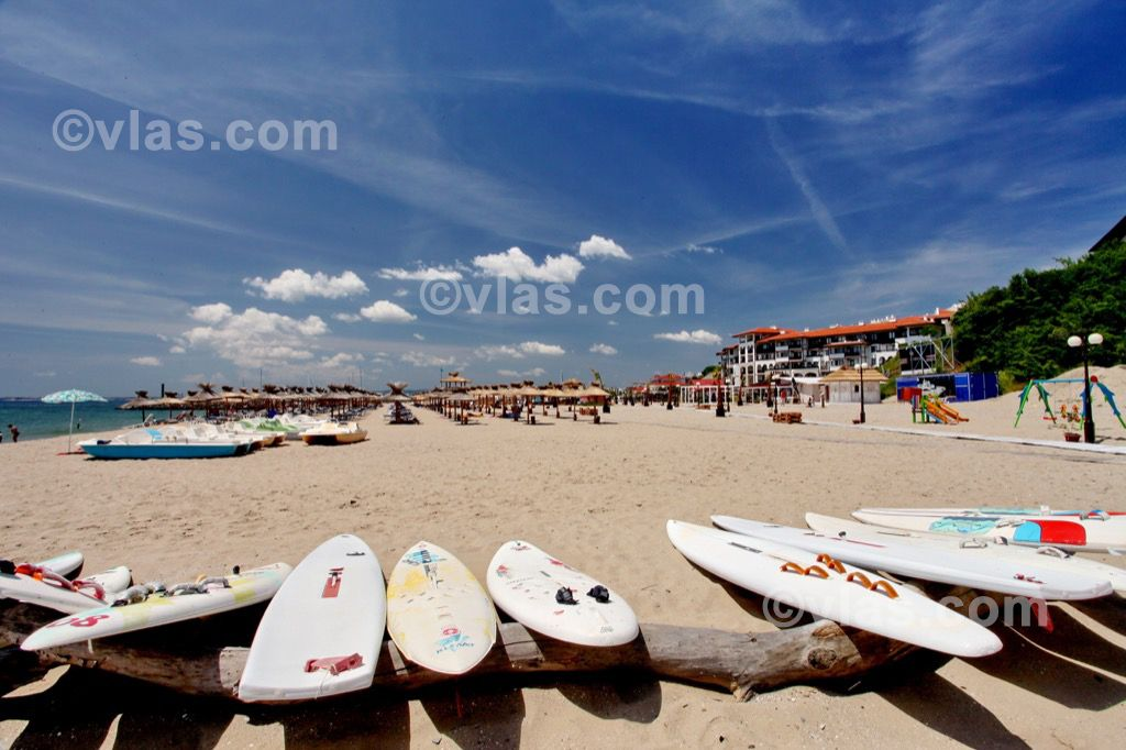 http://dev.unihome.bg/medias/article/medium/20/beach-sveti-vlas-11.jpg